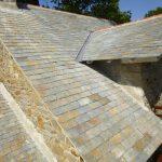 Pose d'une couverture ardoise traditionnelle par le couvreur Mahé Couverture à Saint Nazaire